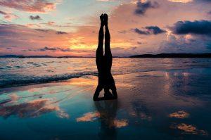 yoga posture sur la tête